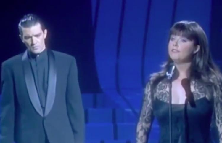 Sarah Brightman y Antonio Banderas cantan 'El Fantasma de la Ópera'