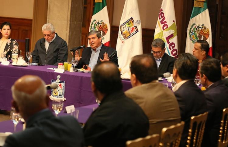Gobernador interino se reúne con líderes síndicales