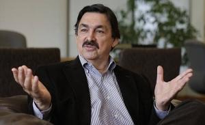 Llama desde su exilio Gómez Urrutia a mineros a apoyar a López Obrador