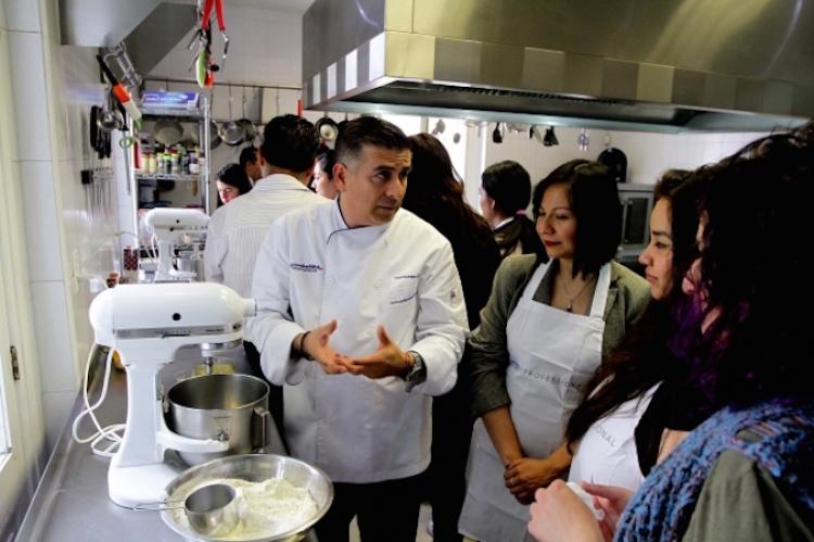 Programas de televisión desvirtúan profesión de chef: Rodrigo Zepeda