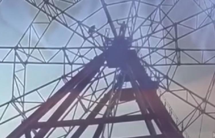 Un hombre bebido cae de una rueda de fortuna tras intentar hacerse un 'selfi'