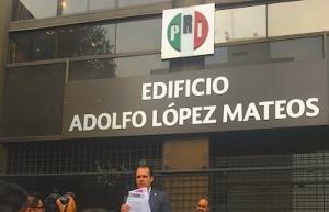 Jaime Rodríguez entrega petición al PRI de renunciar a prerrogativas