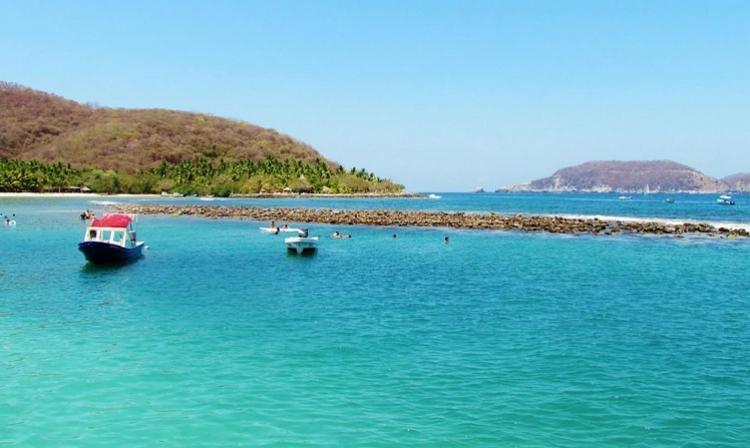 Recorre las playas de Zihuatanejo