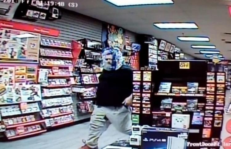 """El insólito robo del ladrón que se """"tapa"""" la cara con una bolsa transparente"""