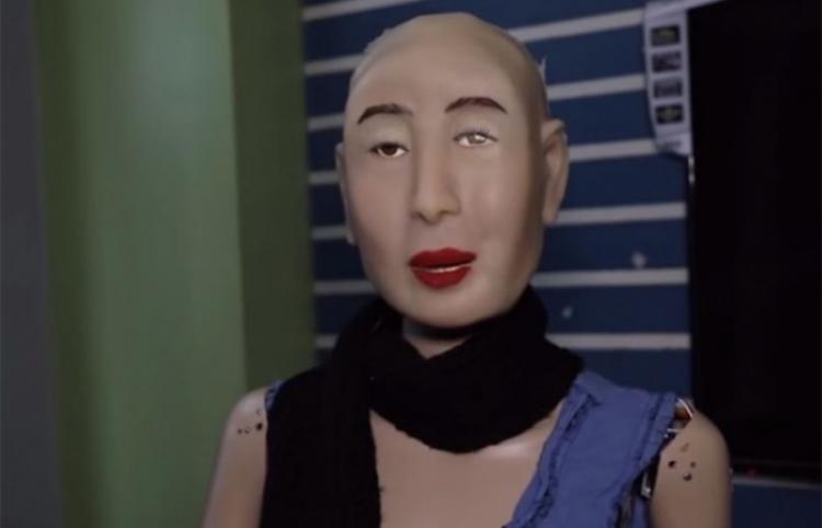 Conoce a la robot humanoide religiosa