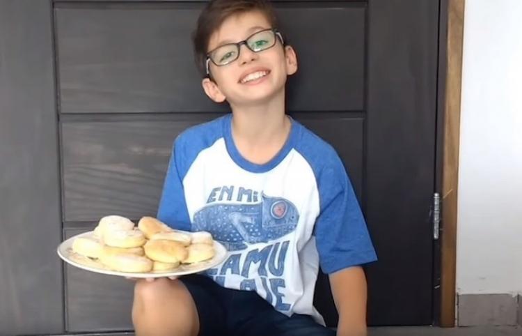 Conoce al niño de 10 años que cocina 'gluten free' en YouTube