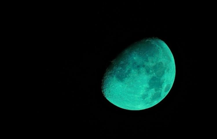 En el 4-20, la luna se convertirá ... ¿verde?
