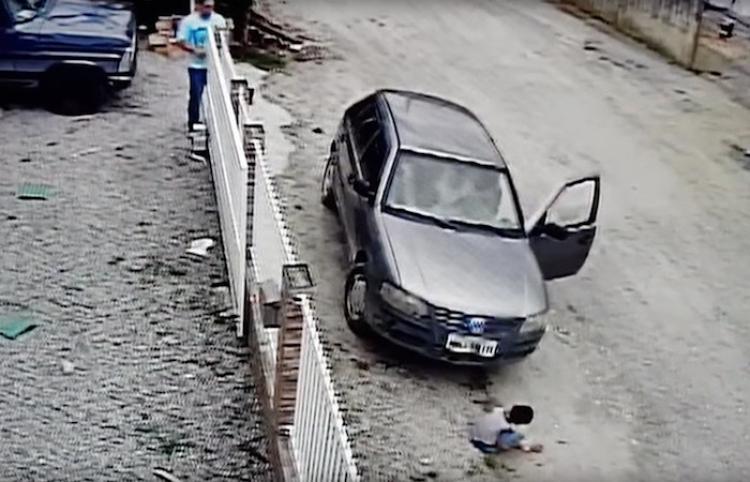Un hombre atropella por accidente a su sobrino y sucede esto
