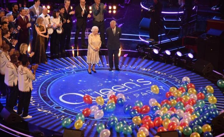Reina Isabel II celebra cumpleaños 92 junto a su familia