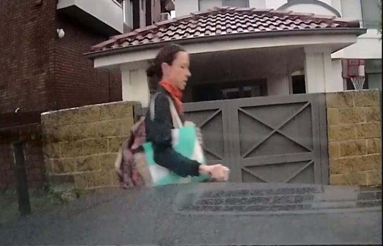 Una mujer que rayó varias veces el auto de alta gama de su vecino explica el motivo