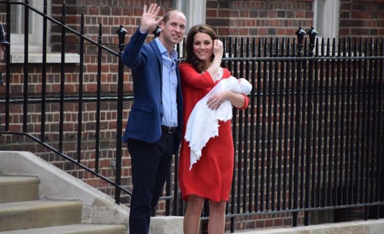 La duquesa de Cambridge sale del hospital tras nacimiento de su tercer hijo