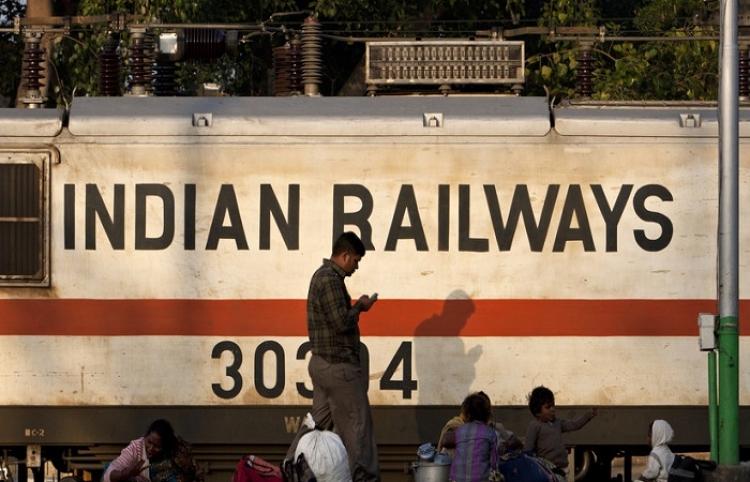 Un hombre estalla en llamas al electrocutarse sobre un tren