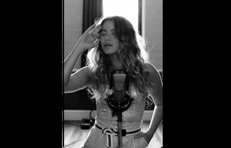 """ESCUCHA: Sofía Reyes en su versión acústica de """"1,2,3"""""""
