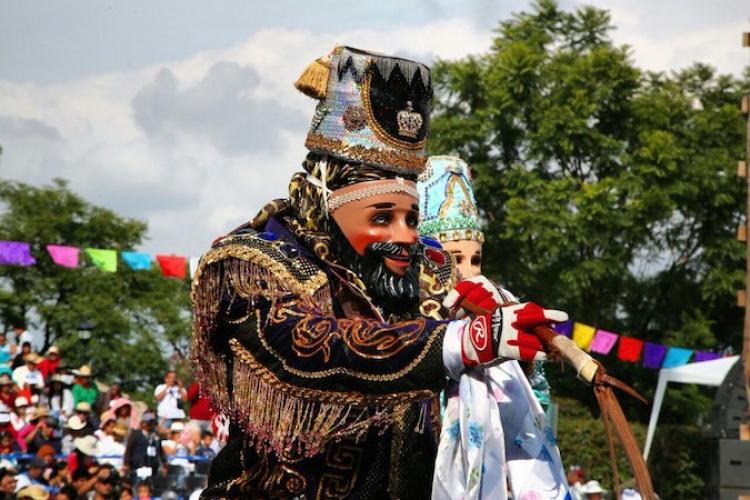 Carnaval de Acajete es una competencia de pasos de baile y vestuario
