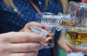 Sugieren más prevención que impuestos frente a consumo de alcohol