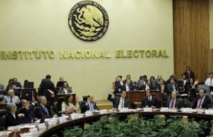 Autoridad electoral revisa documentación de diputados electos