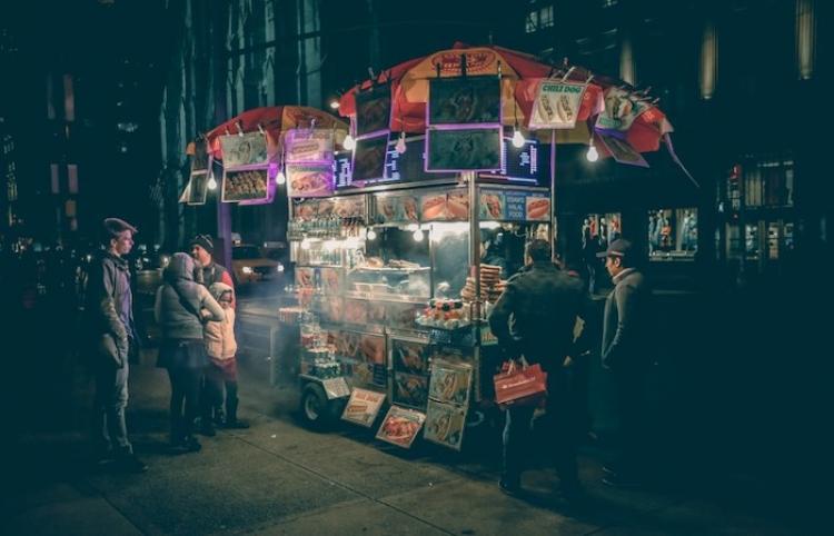 Puestos capitalinos de comida callejera, atractivos para los viajeros