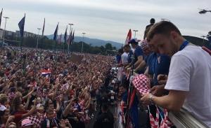 VIDEO: Selección de Croacia desata euforia en su llegada a Zagreb