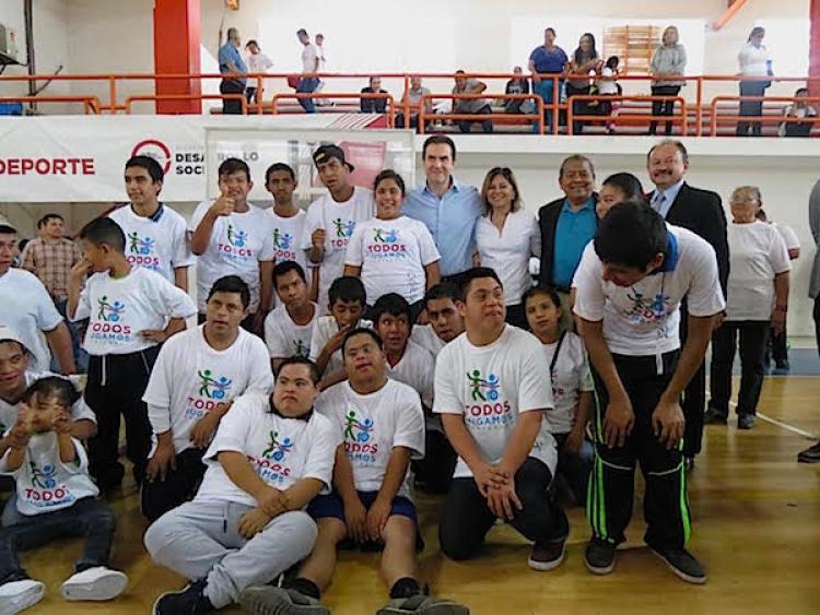 """Supervisa edil regio Programa """"Todos Jugamos"""" ; donde asisten más de mil jóvenes deportistas"""