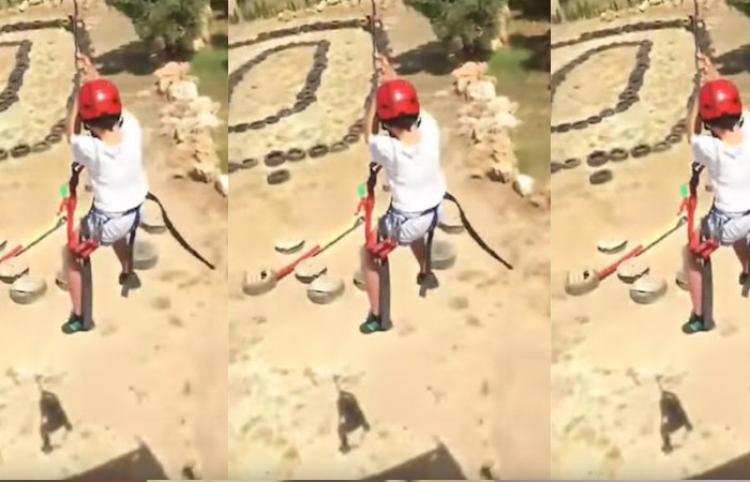 """No todos han muerto"": Un instructor de tirolesa atemoriza a un niño antes de que se lance"