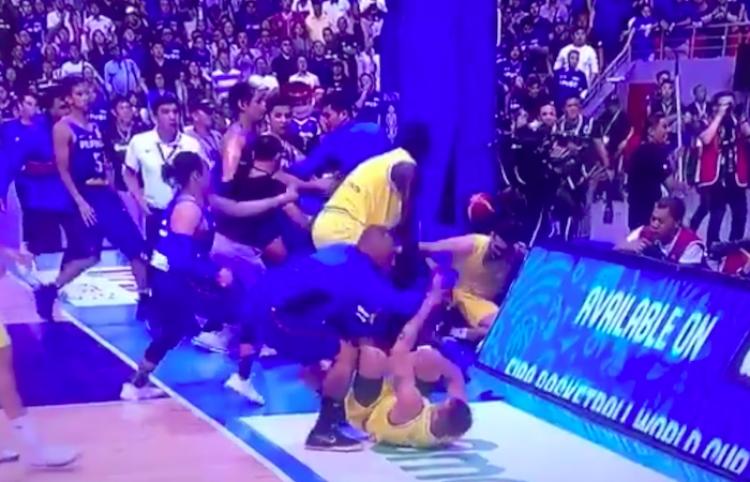 """""""Baloncesto se convierte en la UFC"""" tras estallar batalla campal durante transmisión en vivo"""
