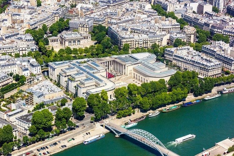 Bellas artes en la carne: la galería de París da la bienvenida a los nudistas