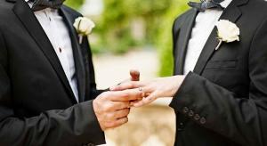 Llama a que se reconozca el matrimonio igualitario