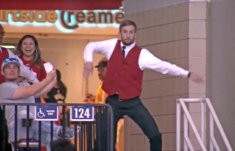 De acomodador a estrella del momento: Este sorprendente baile deja a todos boquiabiertos