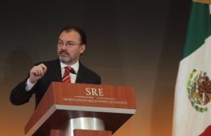 Videgaray y subsecretario de EUA dialogan sobre respeto a migrantes