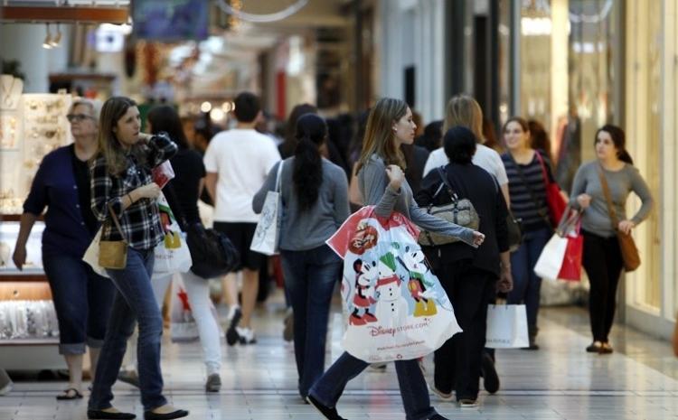 Confianza del consumidor liga tres meses al alza en México