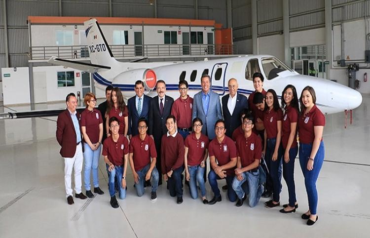 IPN recibe donación de aeronave del Gobierno de Guanajuato