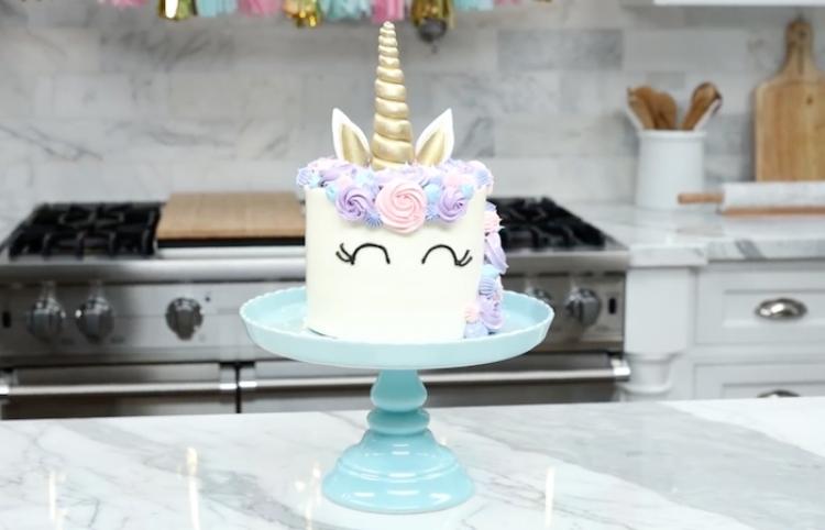 VIDEO/RECETA: Así se prepara un pastel de unicornio