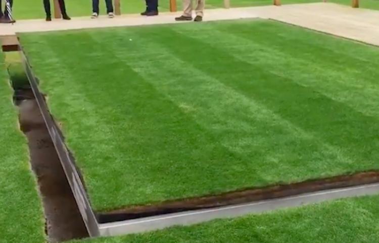 Este estadio permite cambiar su suelo para adaptar partidos de fútbol a conciertos
