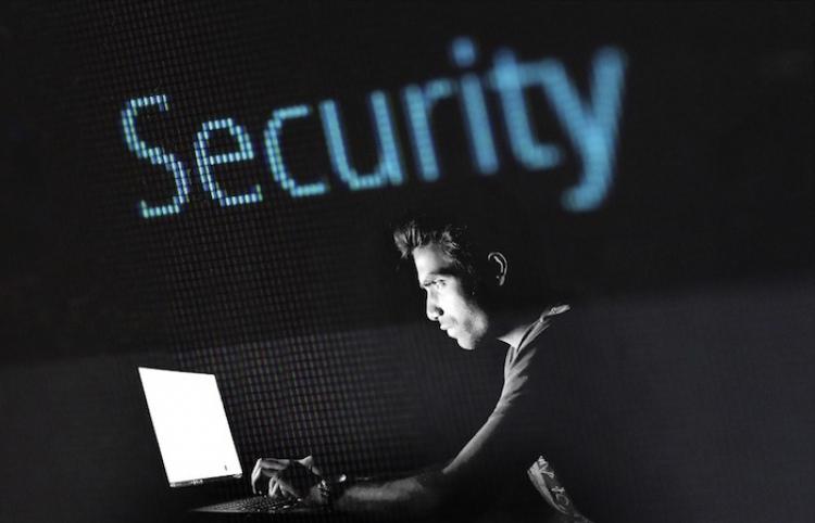 Inteligencia Artificial, opción para combatir ciberataques en bancos