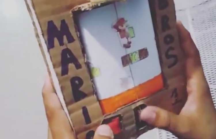 Niño venezolano crea un juego de Mario Bros. ¡con cartón!