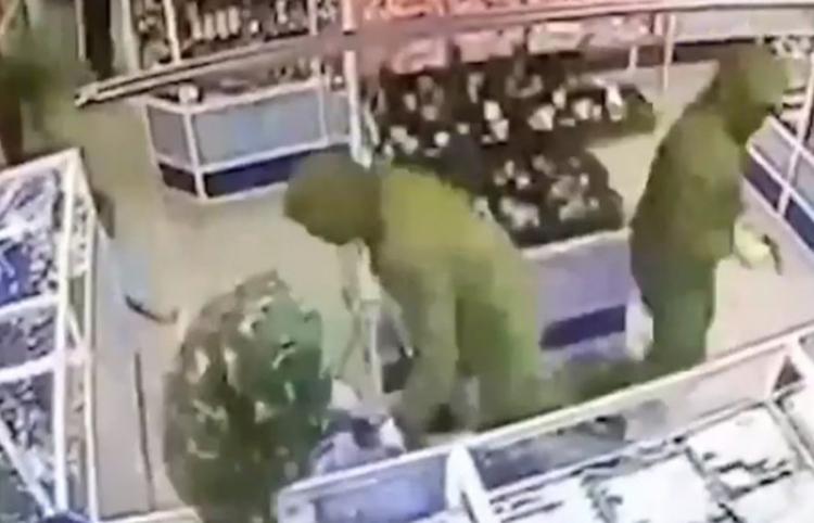 Sincronización milimétrica: Ladrones vacían una joyería en un minuto