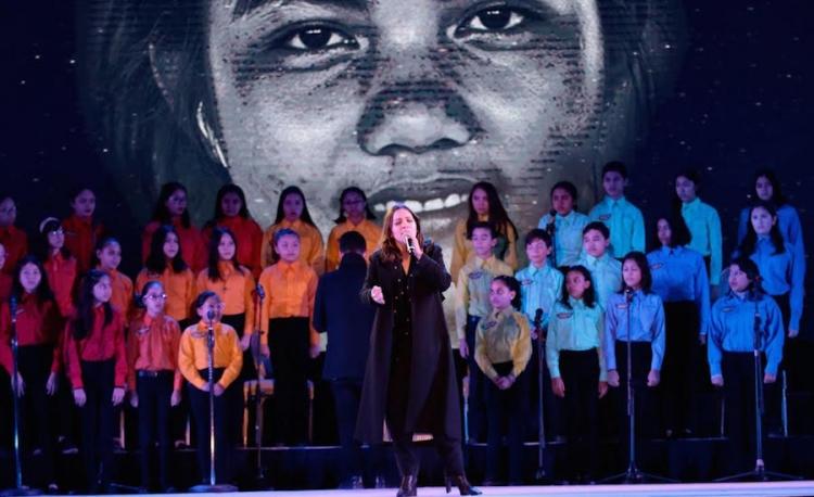Cierra Natalia Lafourcade año de festejos de la UDEM