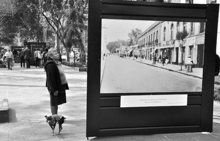 """Público es parte de la visita guiada por las calles de la colonia """"Roma"""""""