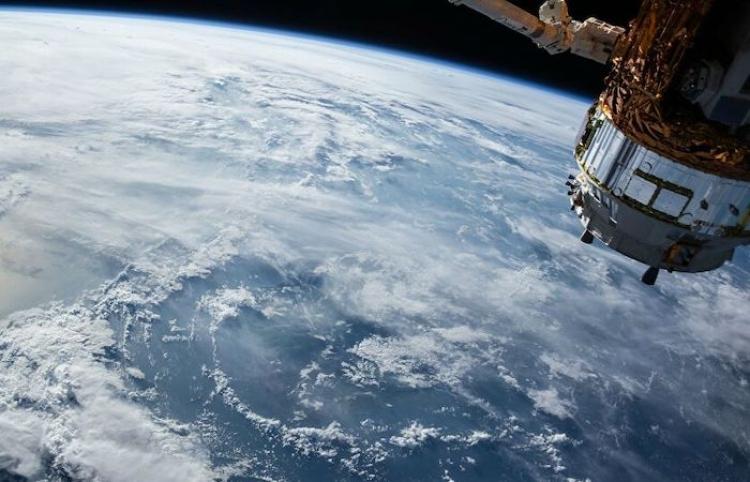 Periódico estadounidense dice que Washington está alarmado por avanzado satélite iraní
