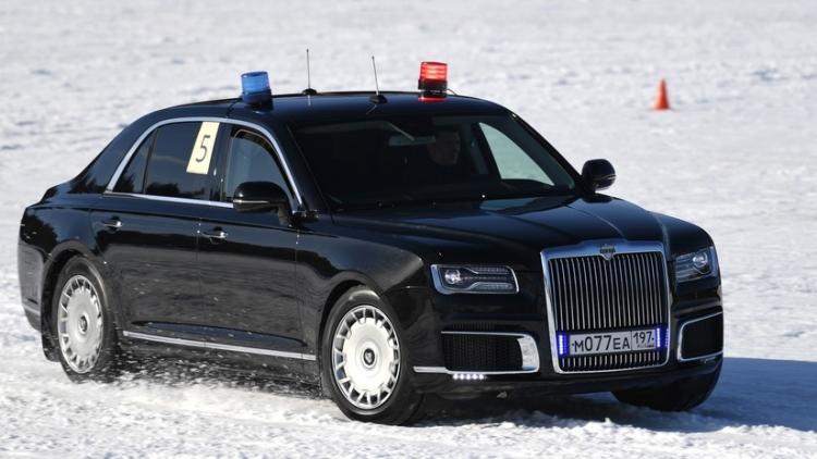 Las impresionantes maniobras de la limusina blindada presidencial rusa Aurus