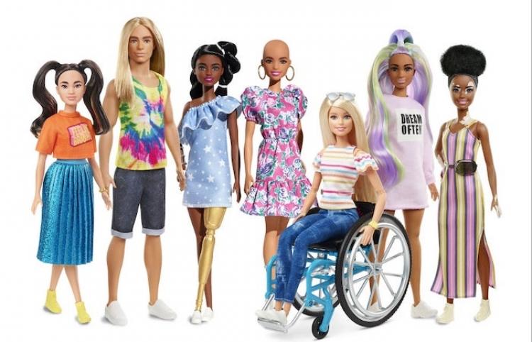 Barbie lanza muñecas inclusivas con vitiligo y prótesis