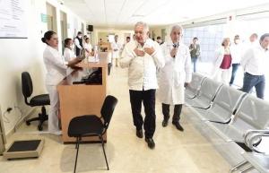 ¡Tengan! dice AMLO tras tomarse la temperatura en Oaxaca