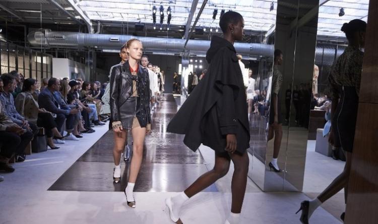 La nueva imagen de Burberry encabeza la lista en la Semana de la Moda de Londres