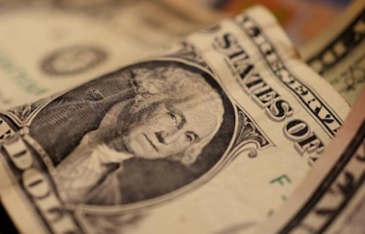 Dólar cierra jornada con mínimo avance, se vende en $19.99 en bancos