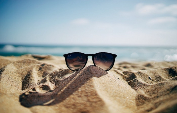 Utilizar gafas de sol no homologadas, un factor de riesgo para la salud visual en verano