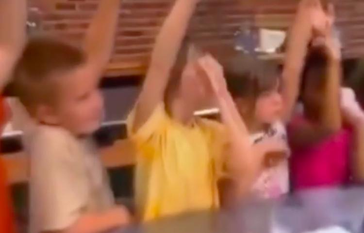 Muestran a niños como se hacen los nuggets y el resultado no es lo que se esperaba