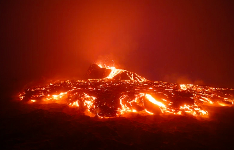 La ministra de Turismo de España aboga por que el volcán sirva de reclamo turístico