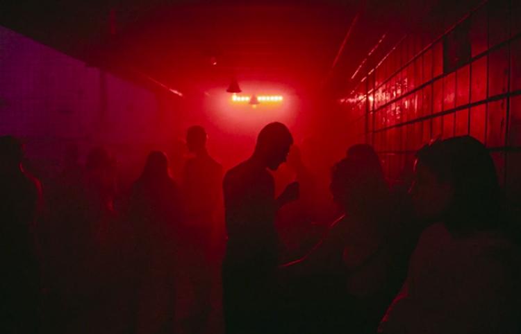 Los centros nocturnos de Viena admitirán solo a vacunados y recuperados del covid
