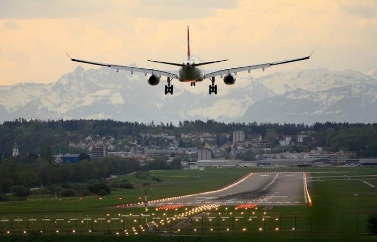 El tenso aterrizaje de una familia a bordo de una avioneta en EE.UU.