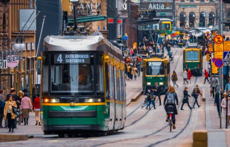 Finlandia extiende hasta finales del año requisitos adicionales para viajeros sin vacuna